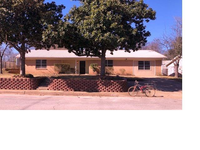 Photo of home for sale at 308 Johnson St., Henderson TX