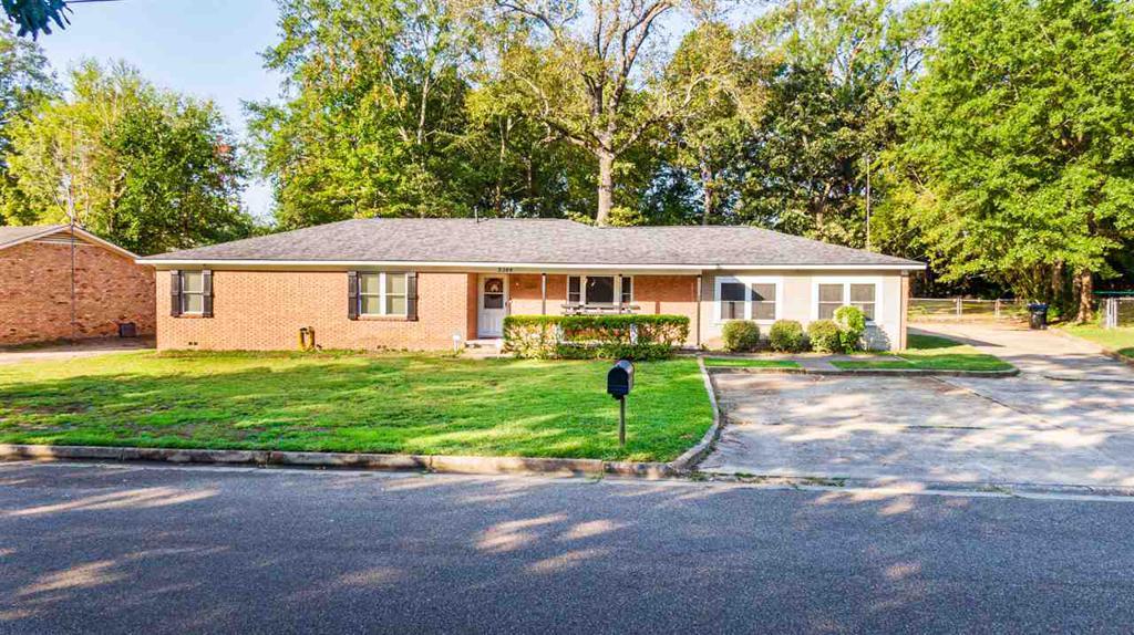 Photo of home for sale at 2309 Kelly Lynn Ln, Longview TX