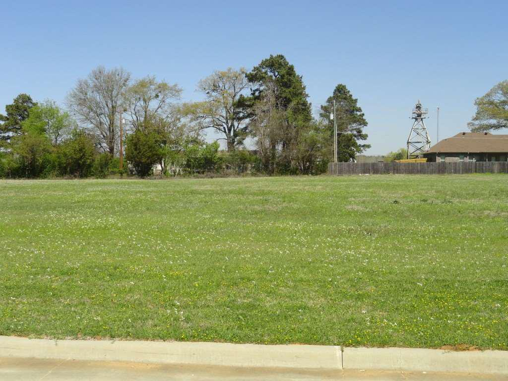 Photo of home for sale at 4505 Windsor Park Ln, Kilgore TX