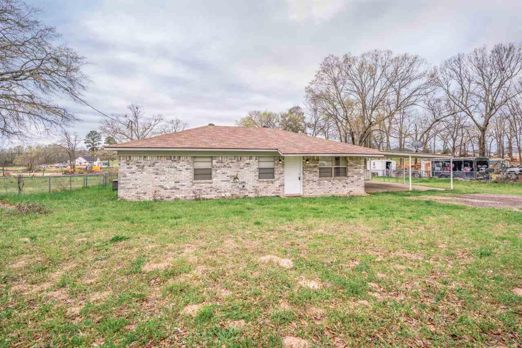 Photo of home for sale at 226 Elm Street, Winona TX