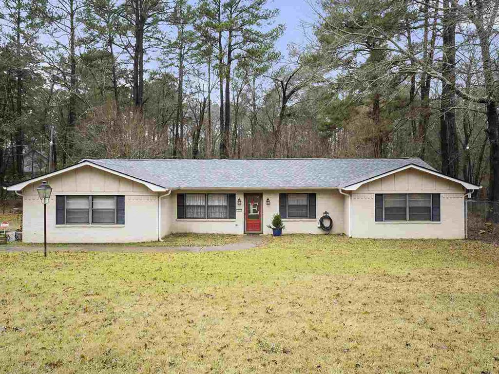 Photo of home for sale at 723 Harley Ridge, Longview TX
