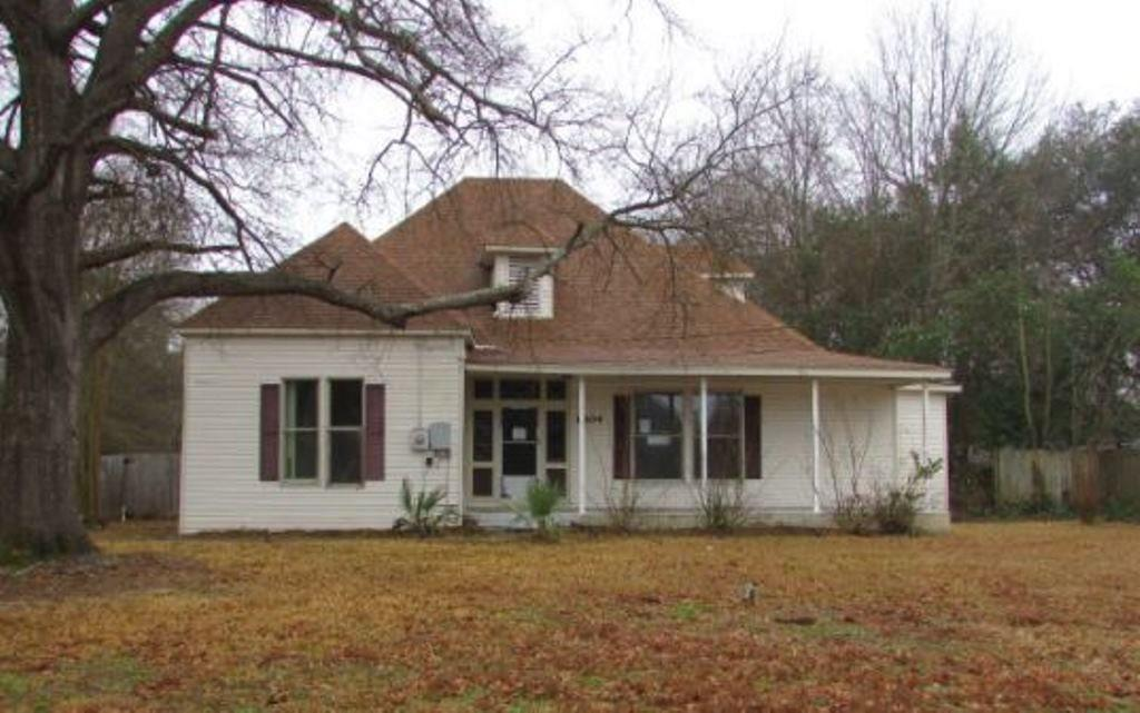 Photo of home for sale at 1804 Alpine RD, Longview TX