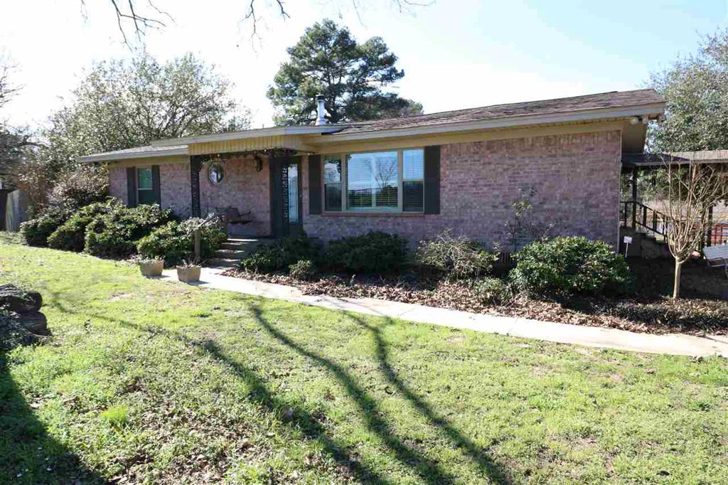 Photo of home for sale at 625 CR 3207S, Mount Enterprise TX