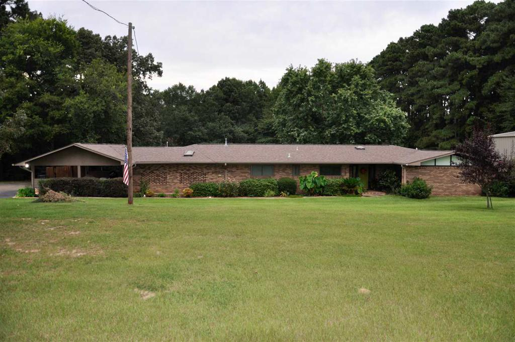 Photo of home for sale at 512 Hillcrest, Hughes Springs TX