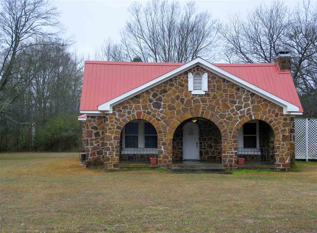 Photo of home for sale at 173 CR 2606, Karnack TX