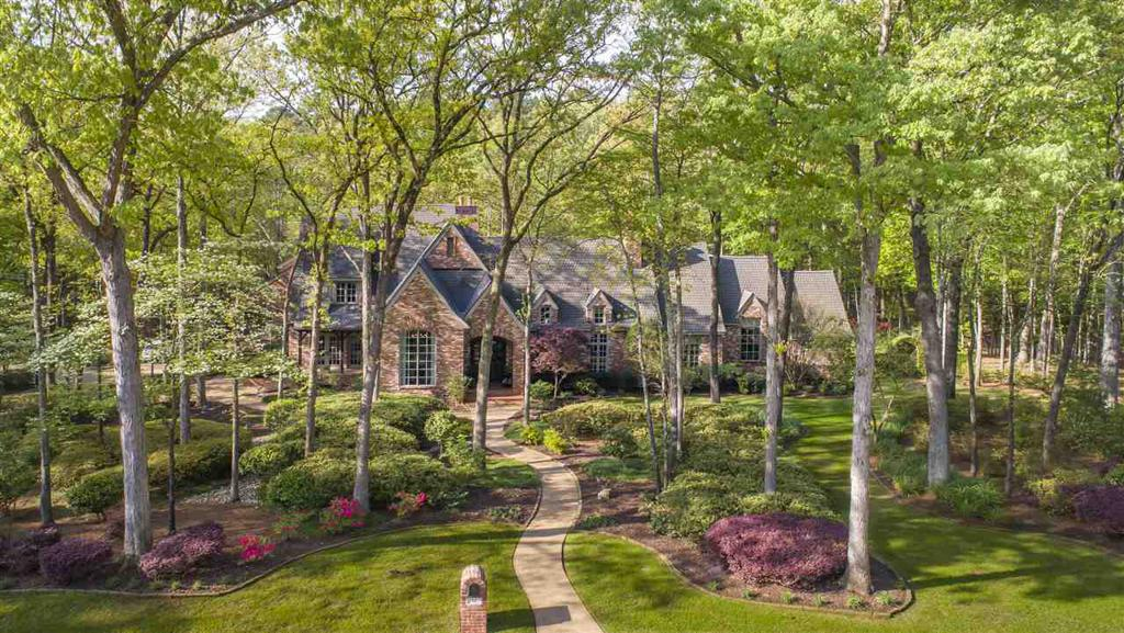 Photo of home for sale at 12 Sandy Creek Dr., Longview TX