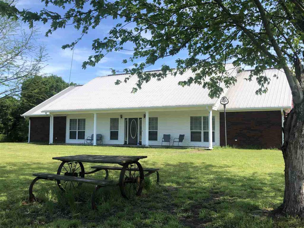 Photo of home for sale at 525 County Road 119, Carthage TX