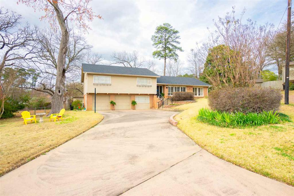 Photo of home for sale at 2012 Sunshine Square, Longview TX