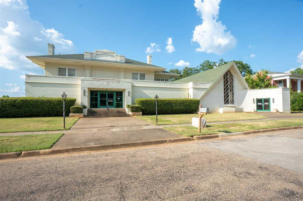 Photo of home for sale at 501 Austin St., Marshall TX