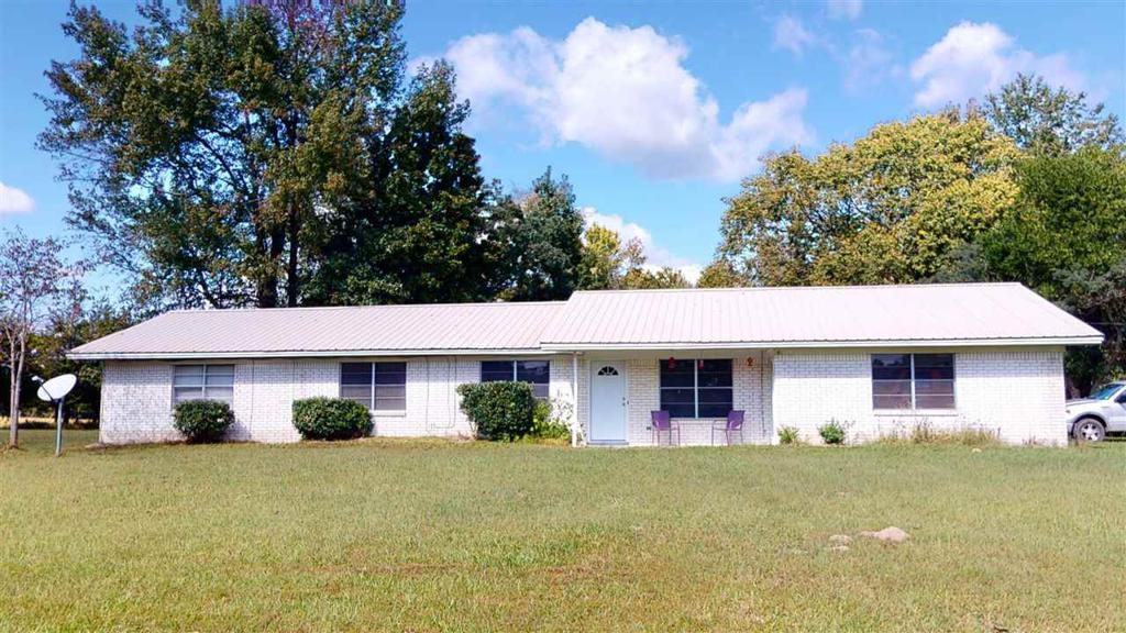 Photo of home for sale at 354 County Road 3305, Dekalb TX