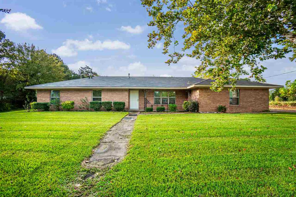 Photo of home for sale at 1565 GoForth Road, Kilgore TX