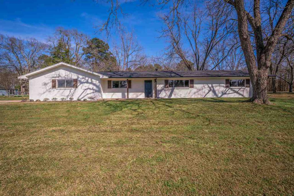 Photo of home for sale at 506 White Oak Rd, White Oak TX