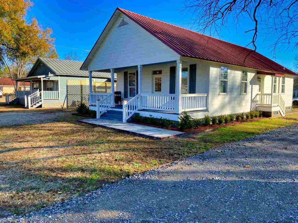 Photo of home for sale at 222 Owens St., Jefferson TX
