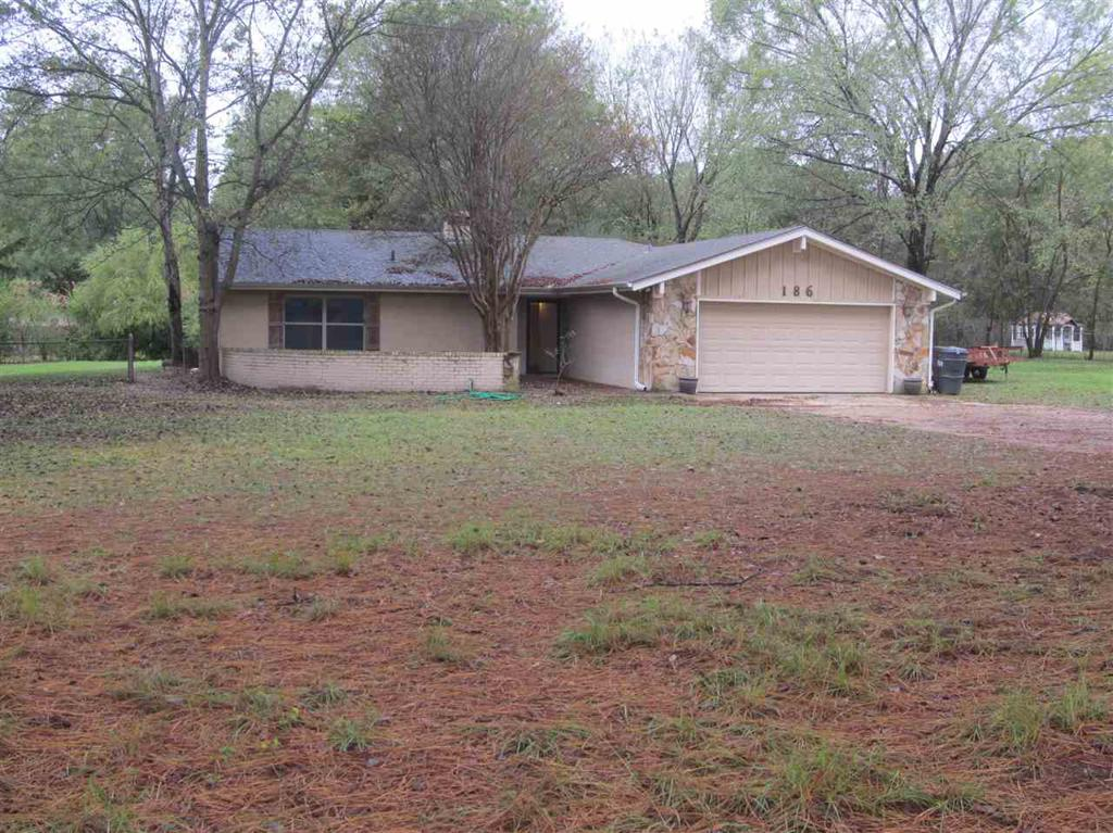 Photo of home for sale at 186 CR 4162, Pittsburg TX