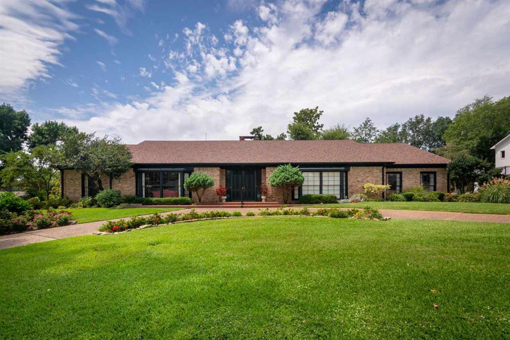 Photo of home for sale at 1801 HUNTINGTON STREET, Longview TX