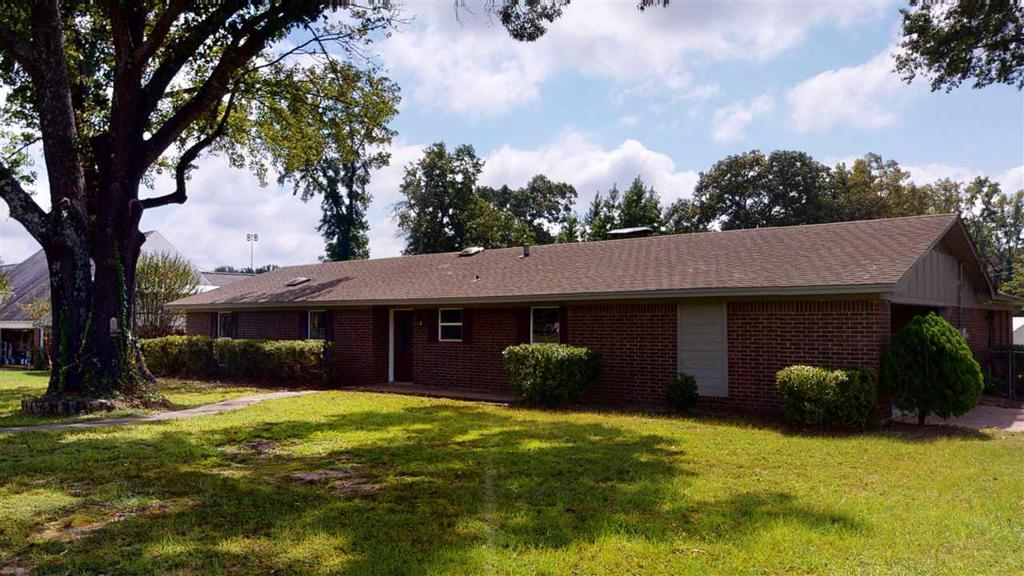 Photo of home for sale at 89 County Road 4685, Atlanta TX