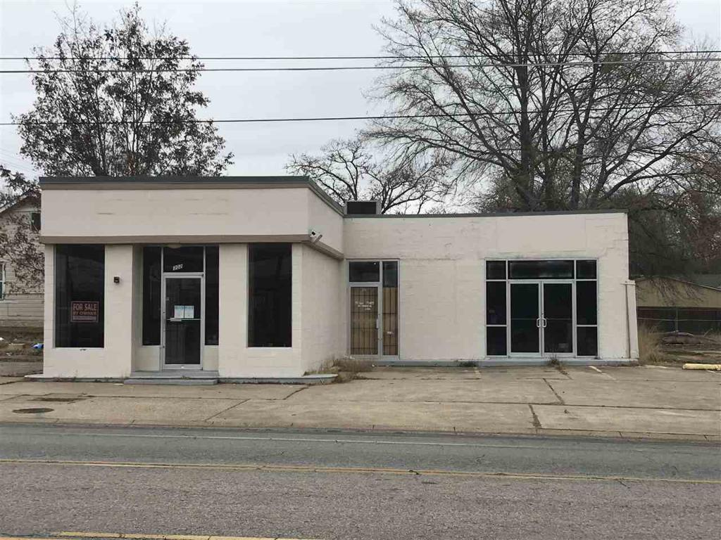 Photo of home for sale at 302-304 Mobberly Avenue S, Longview TX