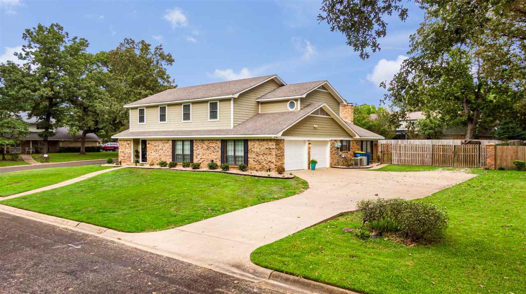 Photo of home for sale at 28 Rim Road, Kilgore TX
