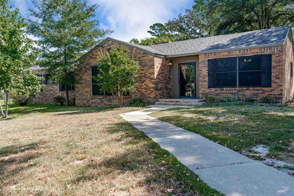Photo of home for sale at 2400 Fourth St, Longview TX