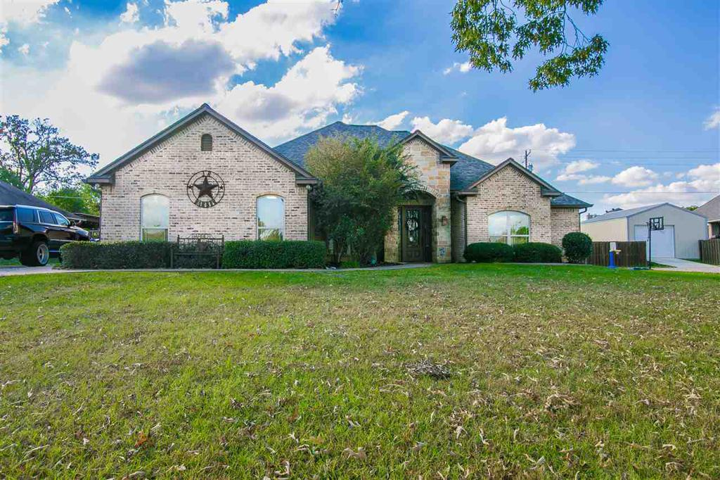 Photo of home for sale at 135 Towering Oaks Ln, Longview TX