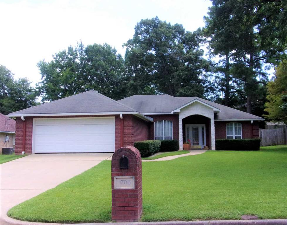 Photo of home for sale at 1706 Edgebrook St., Henderson TX