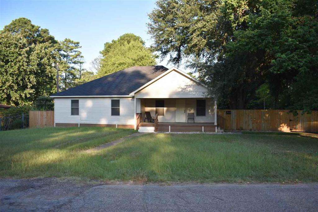 Photo of home for sale at 1011 Flanagan, Longview TX