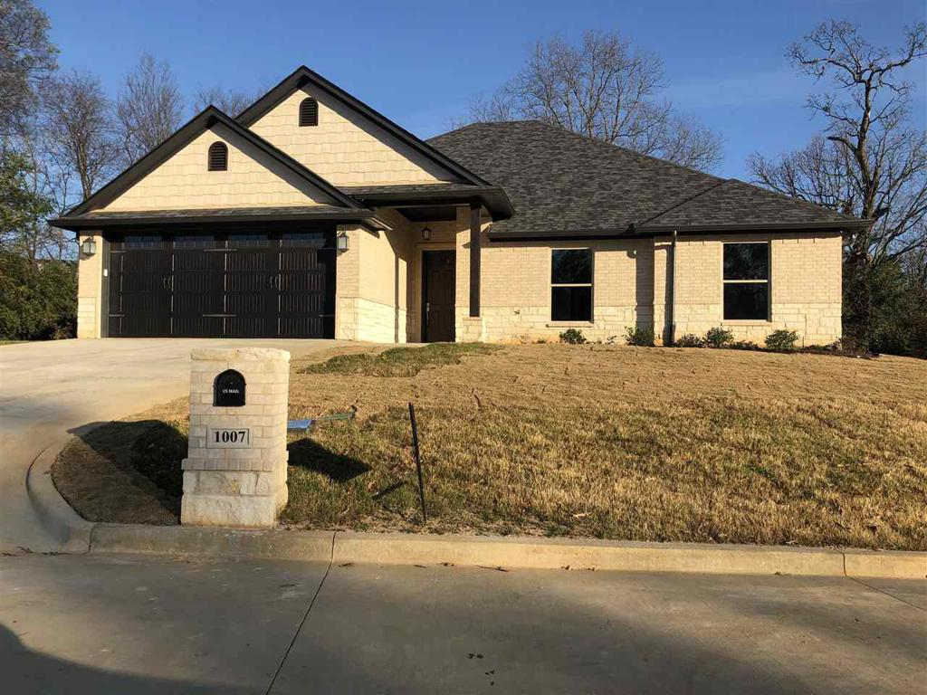 Photo of home for sale at 1007 Bucks Way, Longview TX
