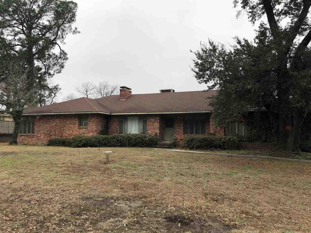 Photo of home for sale at 1215 Fredonia, Longview TX