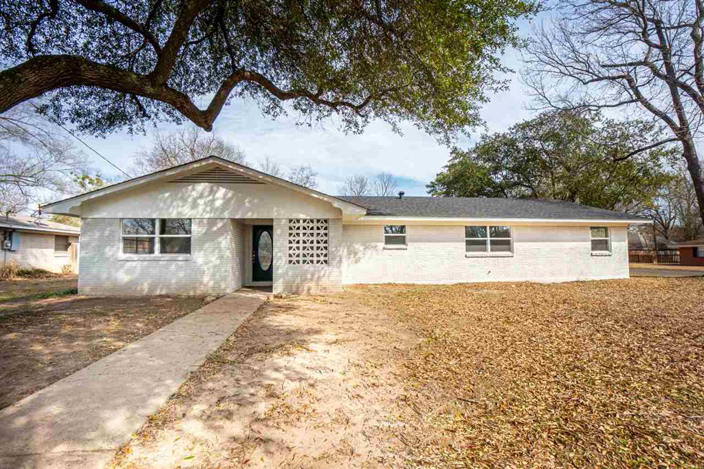 Photo of home for sale at 300 Horton St., Kilgore TX