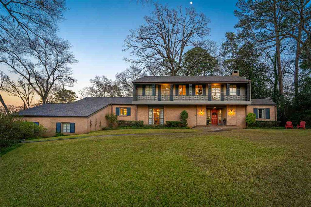 Photo of home for sale at 1512 Noble Drive, Longview TX
