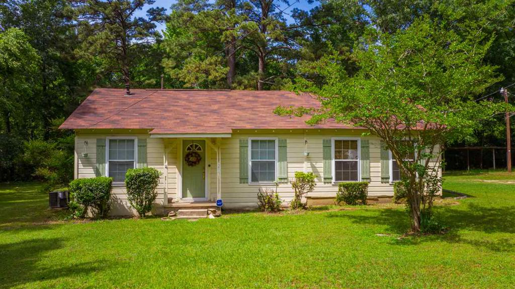 Photo of home for sale at 219 Hill, Longvview TX
