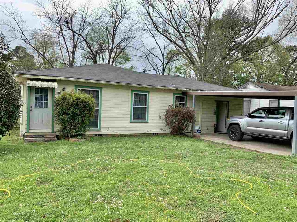 Photo of home for sale at 310 Buckner St, Carthage TX
