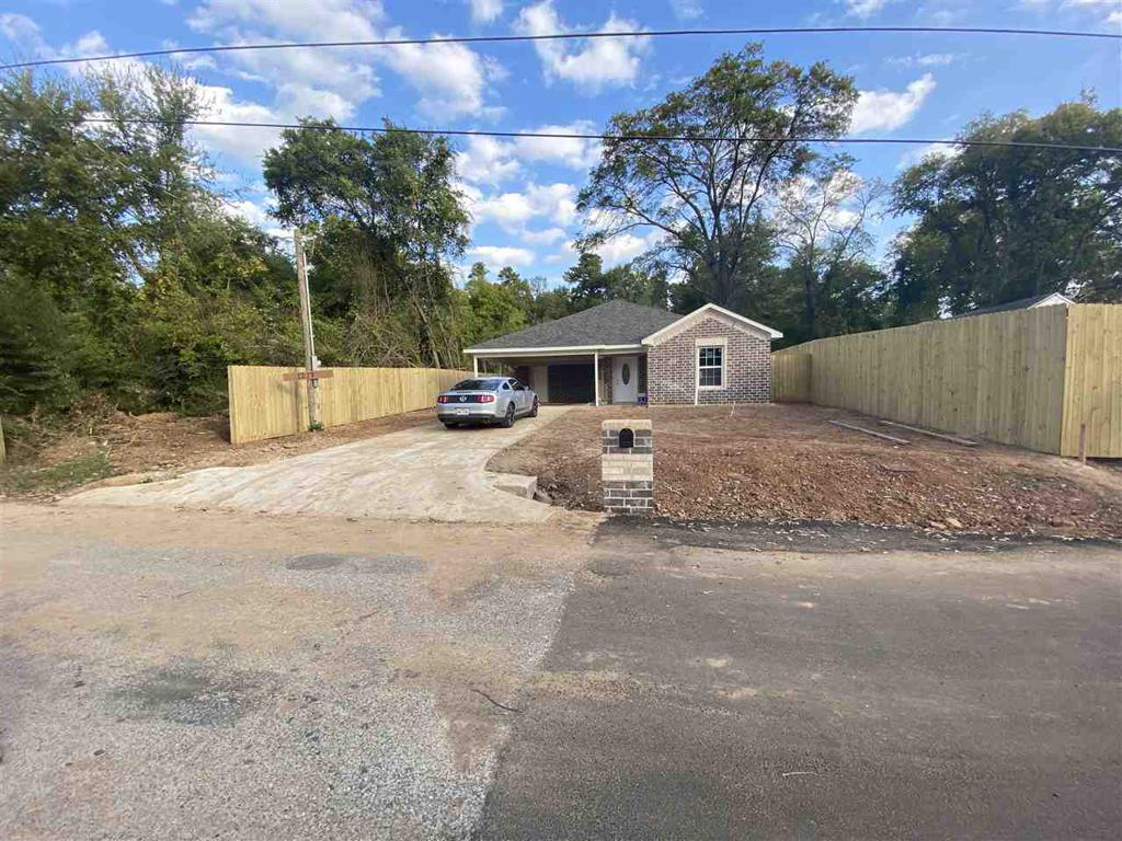 Photo of home for sale at 1217 Ridgelea St, Longview TX