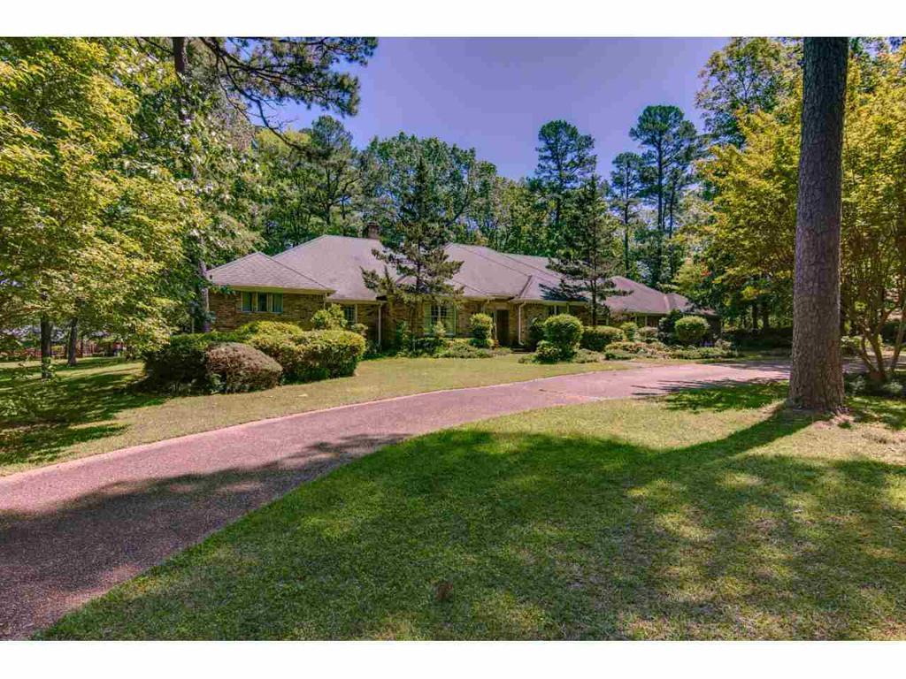 Photo of home for sale at 56 Dogwood Lake Dr, Texarkana TX