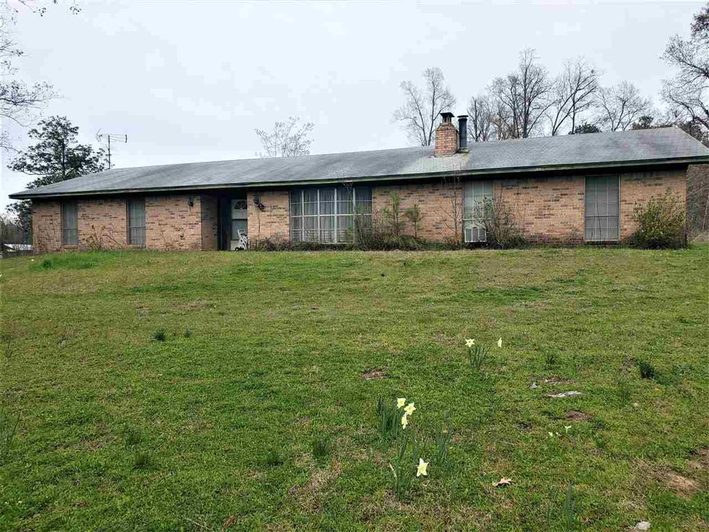Photo of home for sale at 12107 Geranium, Ore City TX
