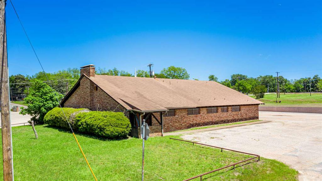 Photo of home for sale at 304 Motley Drive, Overton TX