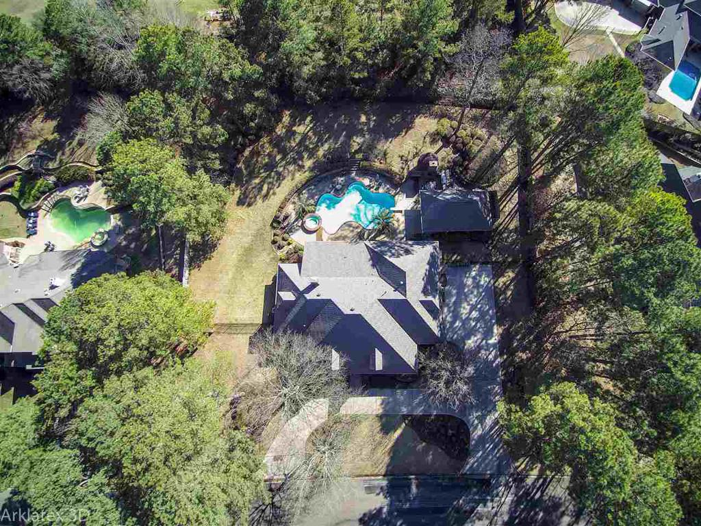 Photo of home for sale at 10 Spring Creek, Longview TX