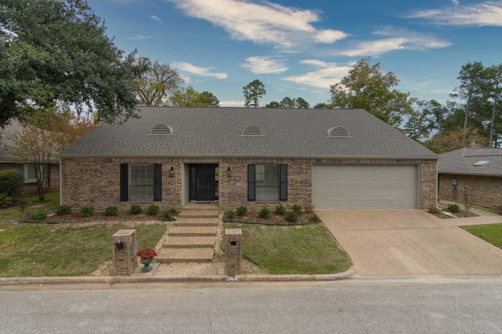 Photo of home for sale at 317 Tealwood Dr, Longview TX