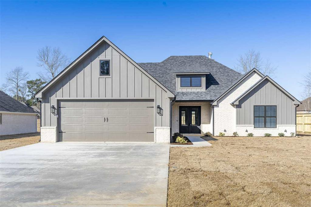 Photo of home for sale at 115 Saddle Brook Circle, Hallsville TX