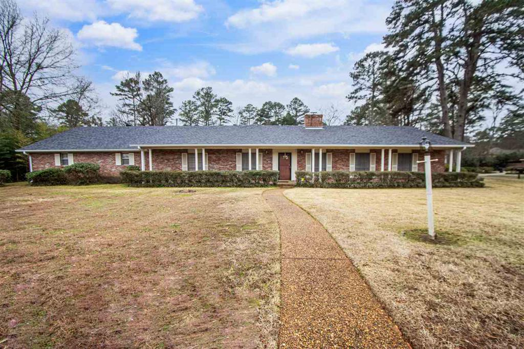Photo of home for sale at 1102 Mockingbird Ln., Longview TX