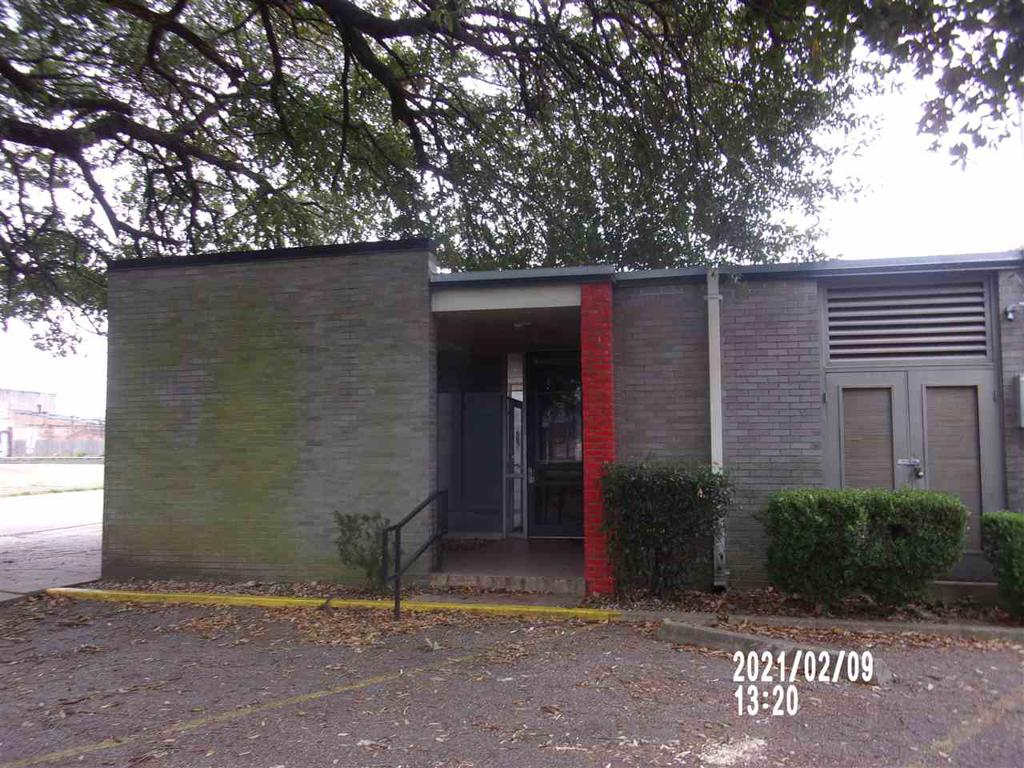 Photo of home for sale at 305 5th St., Longview TX