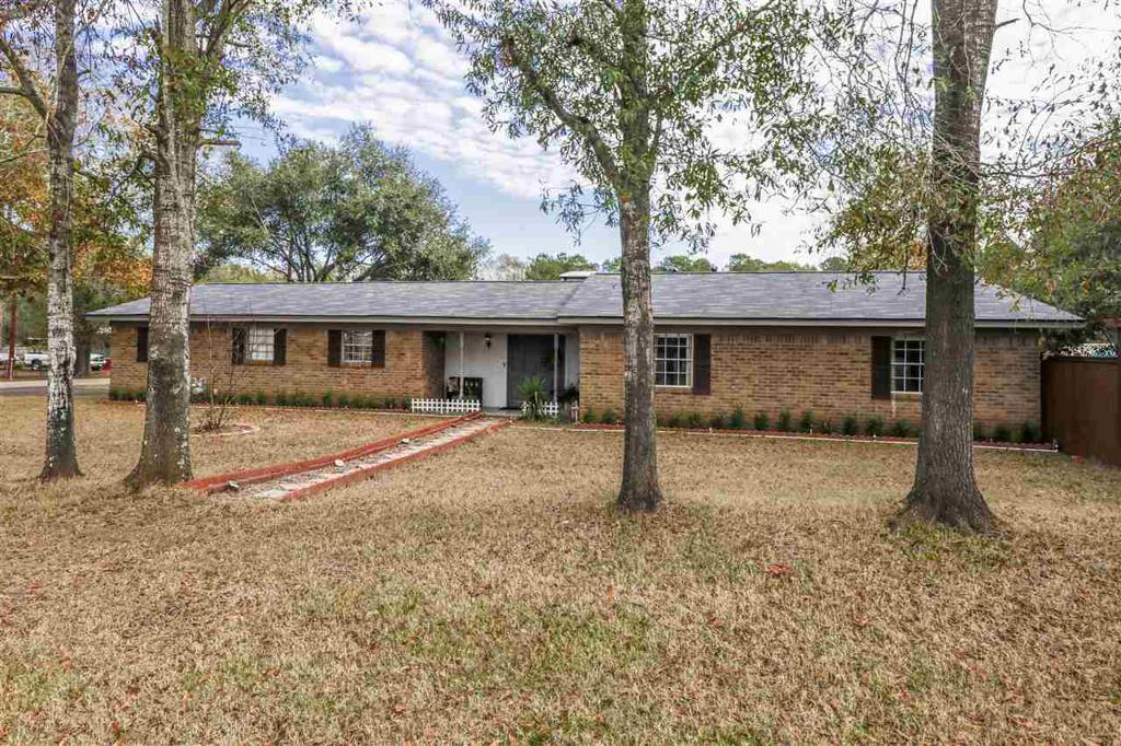 Photo of home for sale at 20 Victor Dr., Longview TX