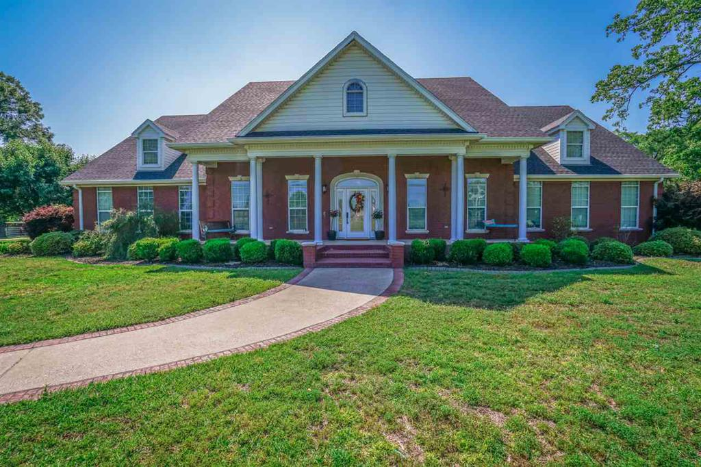 Photo of home for sale at 1503 White Oak Rd, White Oak TX