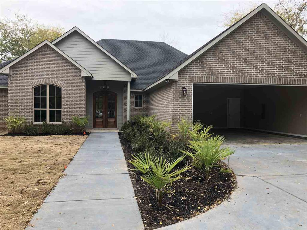Photo of home for sale at 1002 Rusk St, Marshall TX