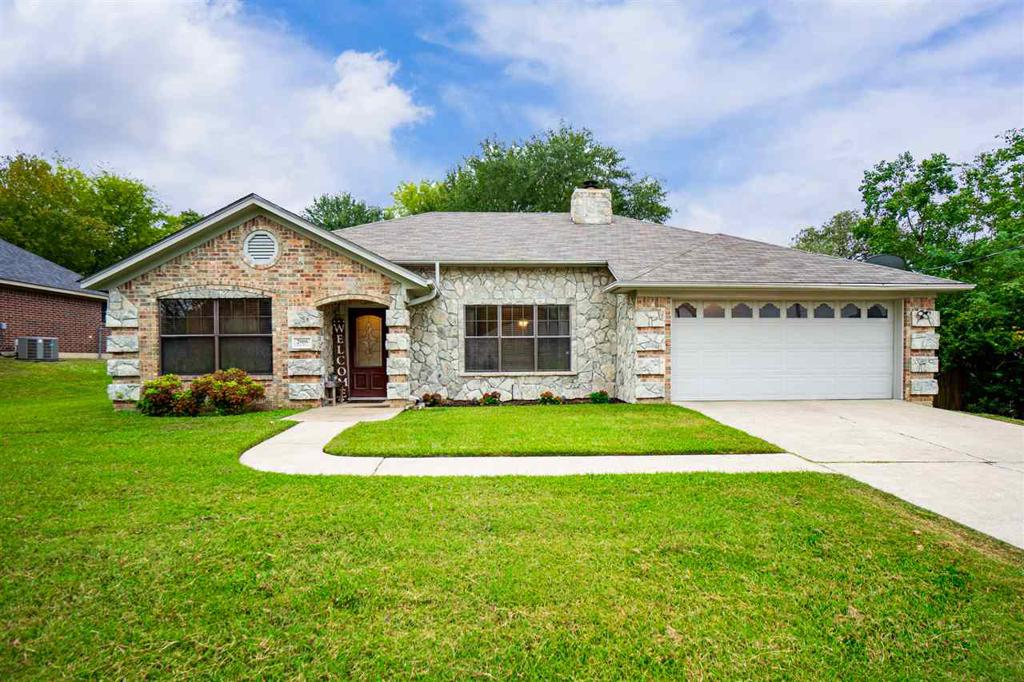 Photo of home for sale at 2006 Eden Dr., Longview TX