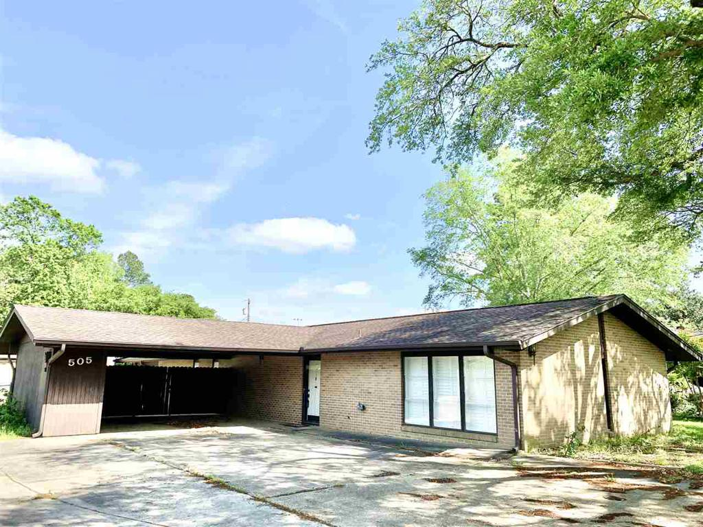 Photo of home for sale at 505 Laurel LN, Hallsville TX