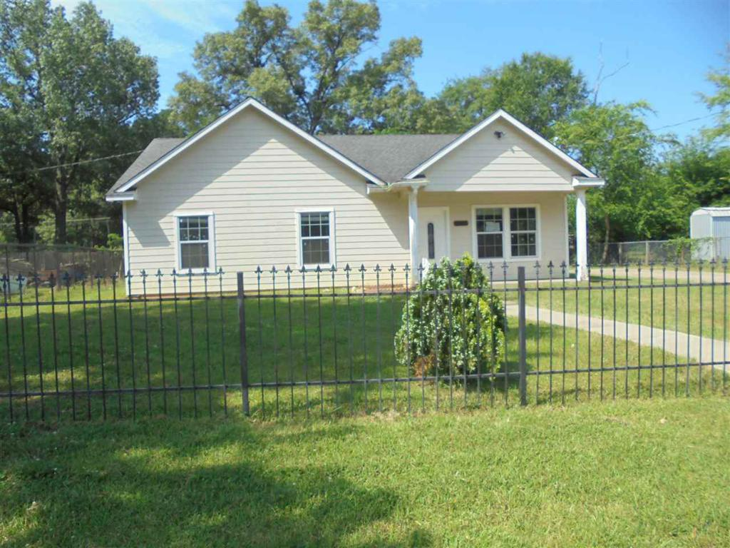Photo of home for sale at 710 Montgomery St, Kilgore TX