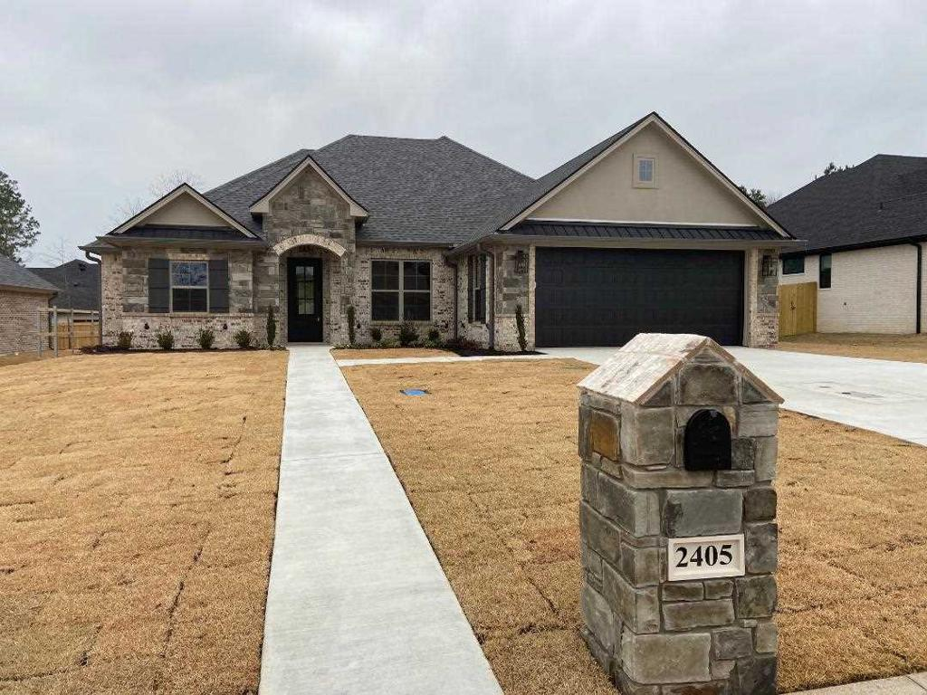 Photo of home for sale at 2405 Clayton, Longview TX