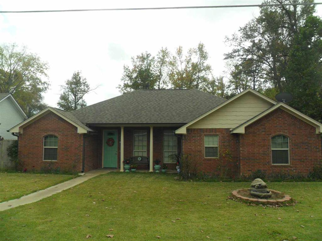 Photo of home for sale at 600 Oak St, Longview TX