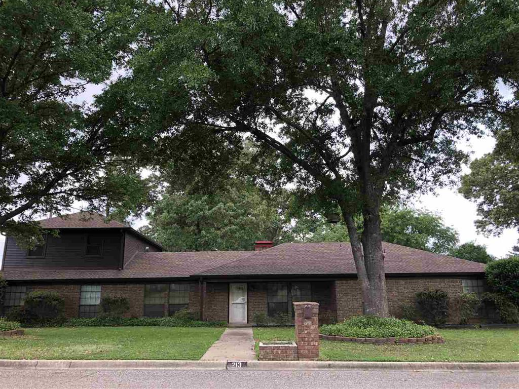 Photo of home for sale at 213 Jessica Lane, Longview TX
